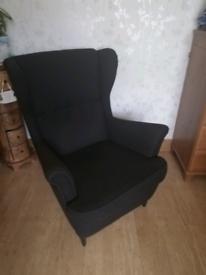 Strand mon IKEA black chair