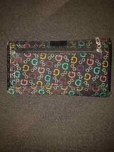 Woman's Guess Wallet London Ontario image 4
