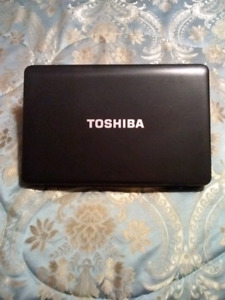 Mint Condition 15 inch Toshiba Satelite Laptop