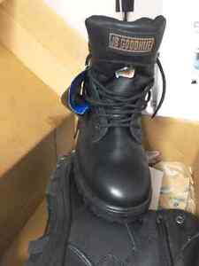 Brand new man size 7.5 or lady size 8.5/9   steel toe work boots