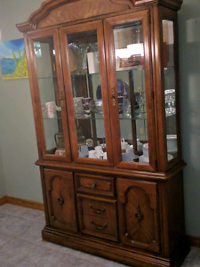 Excellent condition dining room hutch!