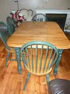 Maple Harvest Table and 6 Chairs