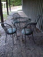 Outdoor/patio table and chairs
