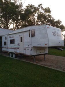 2002 Fleetwood Terry 5th wheel 27' With bunks