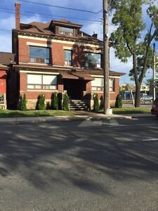 General hospital 2bed+den main floor unit with parking/laundry