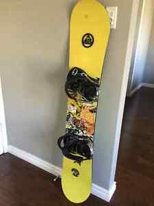 Forum mini Youngblood snowboard with K2 Mach bindings London Ontario image 1