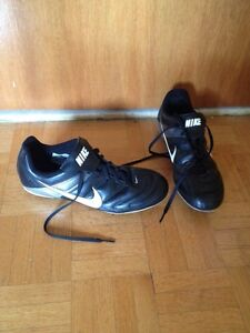 Souliers soccer crampons ultimate freesby Nike