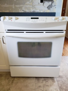 USED SLIDE-IN STOVE: GREAT CONDITION
