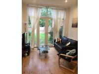 Spacious double room - Available now - Near Kilburn Station - London