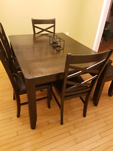 BEST OFFER: LEON'S DINING SET WITH BENCH