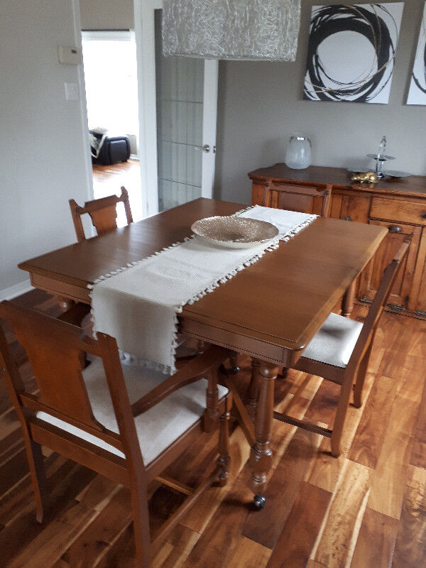 Extension Table And 6 Chairs