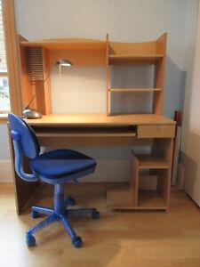 Joli bureau pour jeune étudiant, lampe et chaise inclues