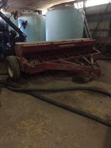 21 run 510 international drill with grass seed and press wheels