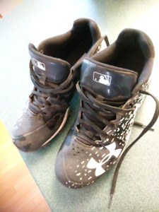 Baseball cleats size 7