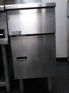 Commercial Food Equipment - Pitco Twin Basket Fryer