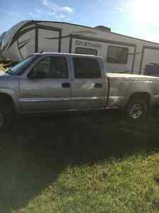 2004 GMC Sierra 2500HD Pickup Truck
