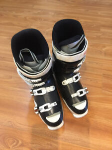 Rossignol ski boots. Fits shoe size 9.5