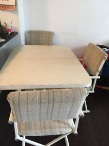 Extendable Dinning Table with 3 Chairs