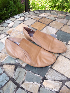 Tan Bloch jazz dance shoes- size 8