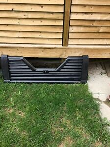 V Top Louvered Tailgate