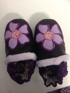 Leather slippers/Robeez