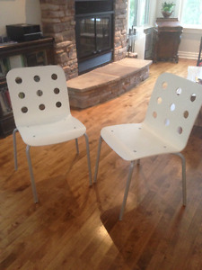 White chairs IKEA Chaises blanches