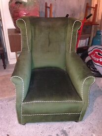 VINTAGE RETRO GREEN VELOR LARGE ARM CHAIR FIRESIDE CHAIR