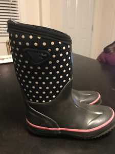 Girls Size 2 Winter Boots (Similar to Boggs)