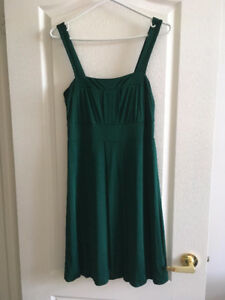 Semi-formal dress.  Size M (6)