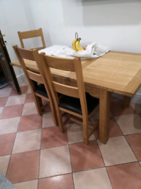 Lovely Oak extending table and 4 matching chairs