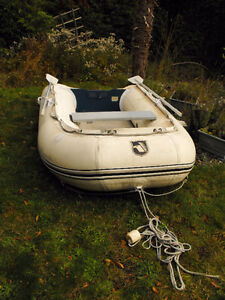 MAXXON 9 FT. INFLATABLE DINGHY