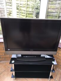 Hitachi HD ready LCD TV with Glass Black Stand