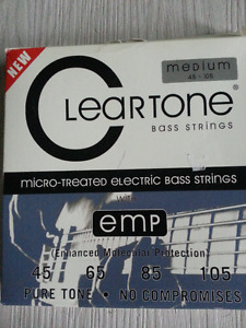 BRAND NEW NEVER USED ====  BASS GUITAR STRINGS