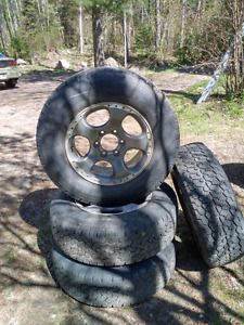 Nissan Xterra special addition rims with 3 good tires