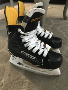 Junior Hockey Skates Bauer Supreme S160 sz1.5EE