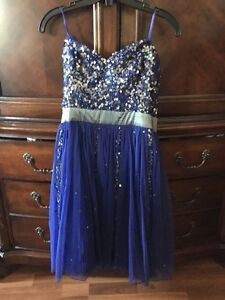 Beautiful navy blue dress ( great for graduation or prom) London Ontario image 3