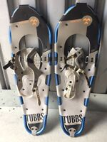 TUBBS Snowshoes + poles, gators and bag
