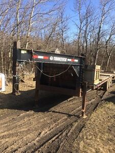 2006 TrailTech 30' gooseneck trailer