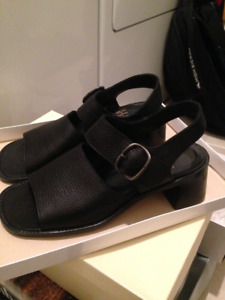 NEW NINE WEST BLACK LEATHER SANDALS SIZE 6.5