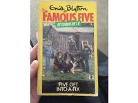 Enid Blyton - Five Get into a Fix