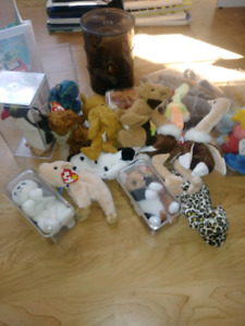 Large lot of collectible Beanie Babies