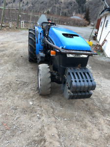 New Holland TN65V 4x4 tractor with woods mower
