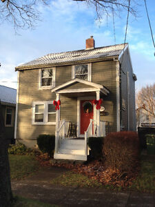 $1750 AUGUST 1ST - HOUSE RENTAL - BEAUTIFUL POPLAR STREET