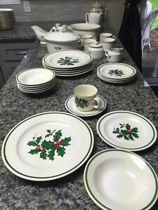Christmas Dishes - great set Cambridge Kitchener Area image 4
