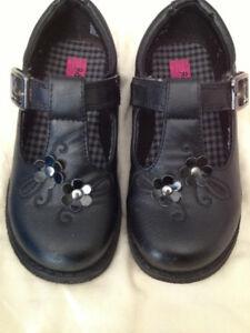 Toddler size 9 girls dress shoes