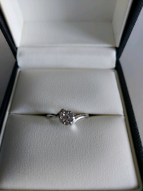 9ct White Gold 0.25ct Diamond Cluster Twist Ring