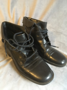 Ladies Leather Boots size  8