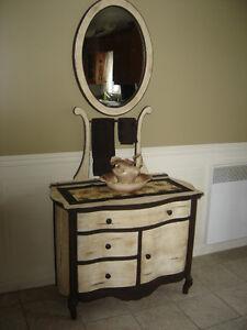 Meuble antique,bureau, chiffonnier avec miroir