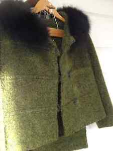 Vintage fur collared woman wool suit Simpsons