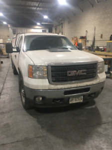 4x4 2011 GMC Truck for sale